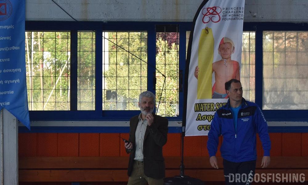 Ο Διευθυντής του Τομέα Υγρού Στίβου Αργύρης Τουμπέκης και ο Διδάσκων Αθλητικής Ναυαγοσωστικής της ΣΕΦΑΑ Αθηνών Στάθης Αβραμίδης, κηρύσσουν την έναρξη του 1ου Αγώνα Ναυαγοσωστικής των ΣΕΦΑΑ.