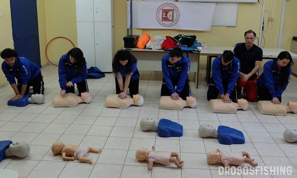 Πλήρης εκπαίδευση καρδιοπνευμονικής ανάνηψης όλων των μελών της αποστολής. Η αθλητική ναυαγοσωστική βοηθάει τους αθλητές να εκπαιδεύονται στην άρτια παροχή πρώτης βοήθειας.